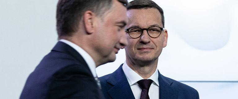 """Budżet UE. Morawiecki reaguje na słowa Ziobry o """"miękiszonie"""""""
