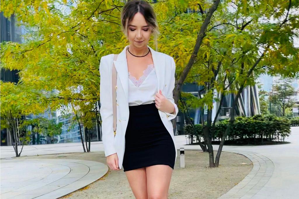 Elegancka stylizacja z białą marynarką