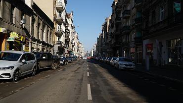 Ulica Garbary jest zdominowana przez samochody