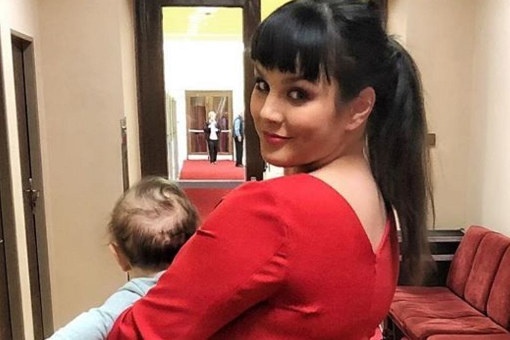 Ewa Farna z dzieckiem