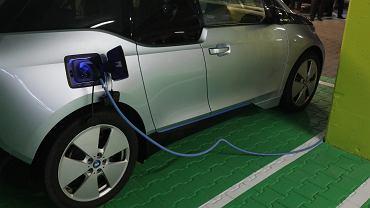 Od przyszłego roku auta na prąd i wodór dostaną tablice rejestracyjne z zielonym tłem.
