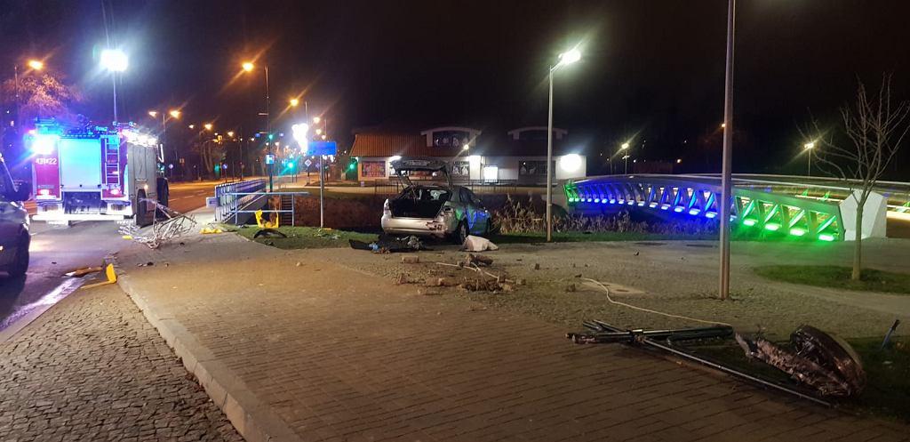 Tragiczny wypadek w Ełku. Nie żyje 20-latka, której samochód wpadł do rzeki