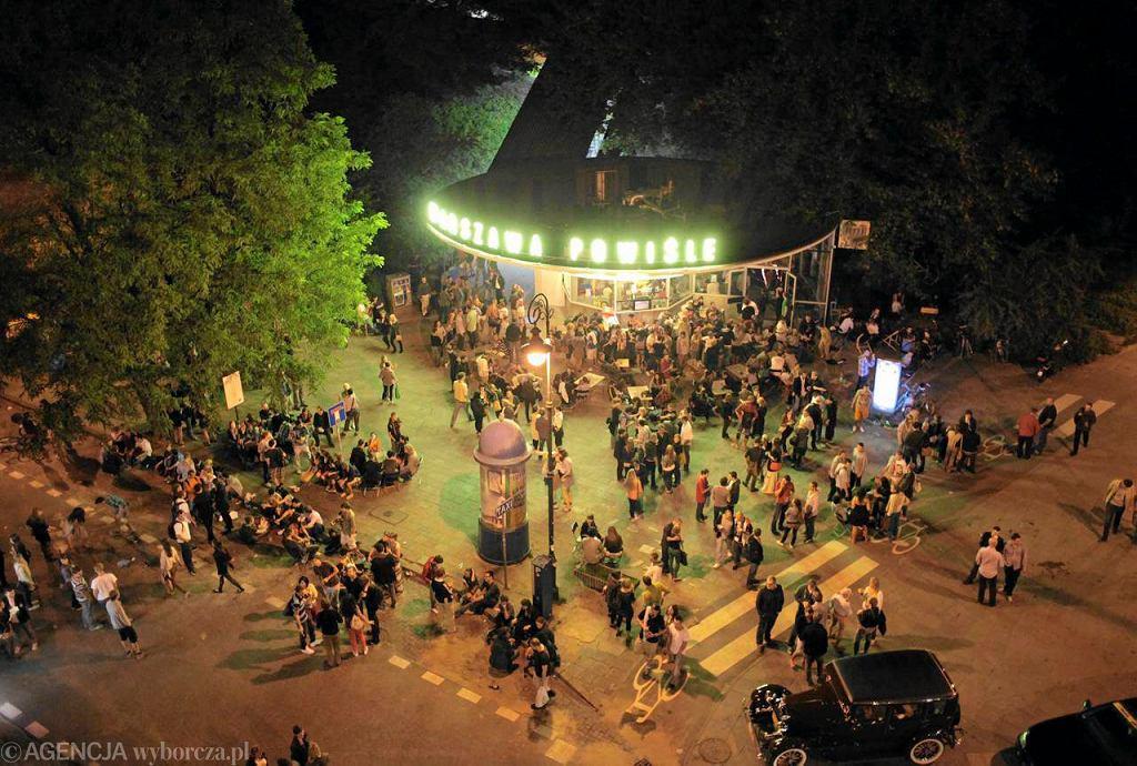 Letnia noc przed klubem Warszawa Powiśle - czerwiec 2013