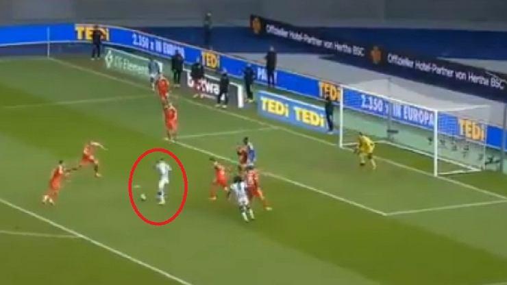 Tak wyglądał pierwszy gol Krzysztofa Piątka. Szczęście było po stronie Polaka [WIDEO]