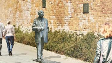 Wizualizacja pomnika Jana Zachwatowicza