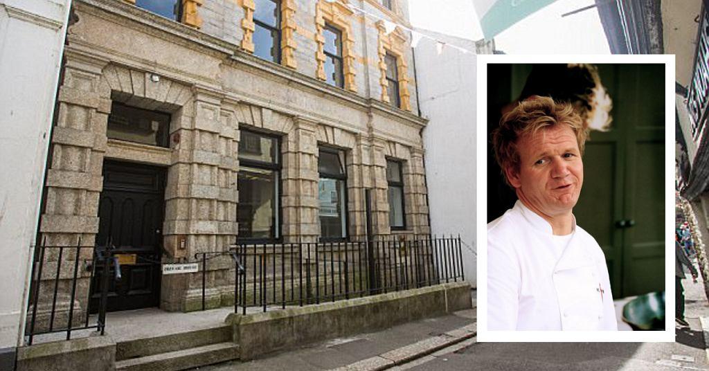 Gordon Ramsay kupił byłą siedzibę banku Lloyds za 1,96 miliona funtów.