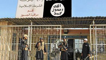 Grupa policjantów Państwa Islamskiego