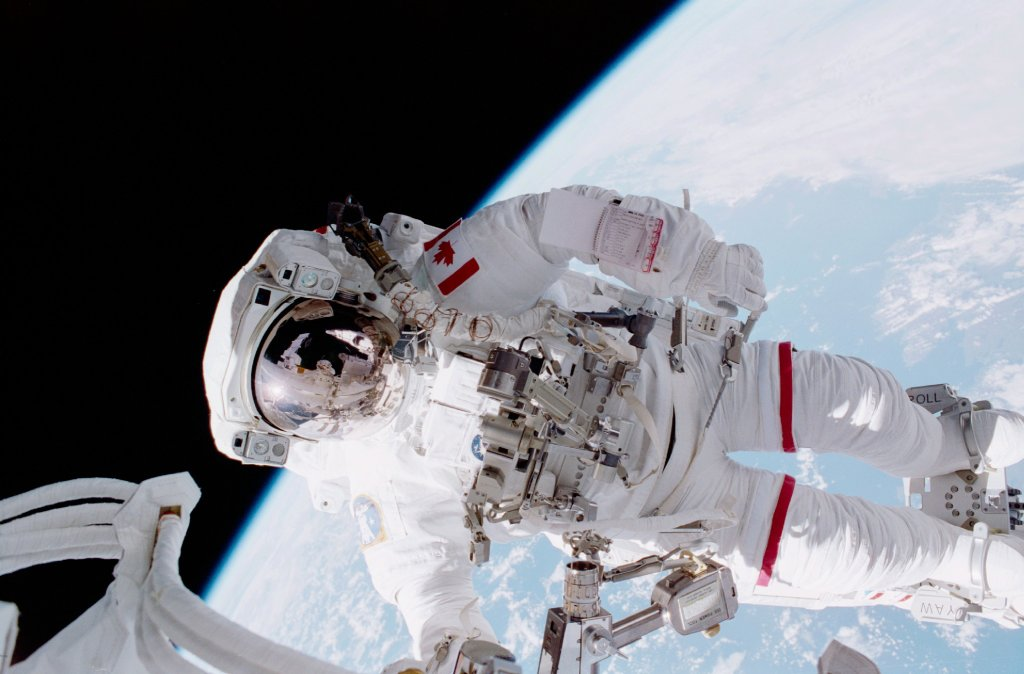 Kosmiczny spacer Chrisa Hadfielda