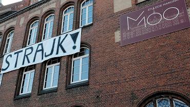 Budynek I LO w Poznaniu, popularnego 'Marcinka' podczas trwającego strajku nauczycieli