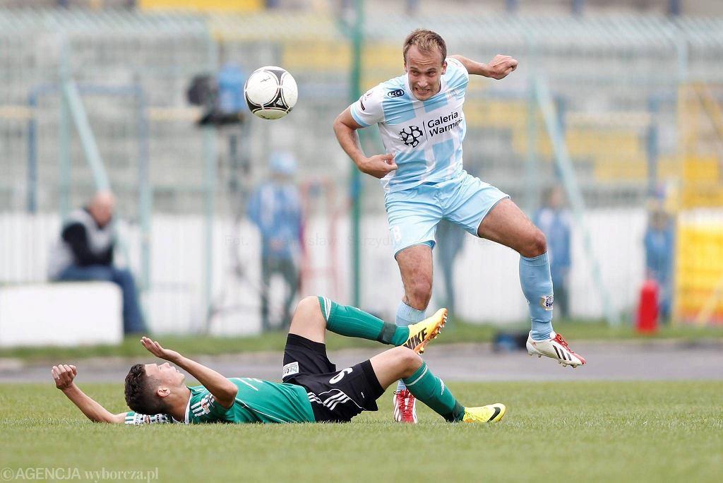 O piłkę walczy Janusz Bucholc