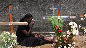 28.04.2019, Negombo, Sri Lanka, krewna na grobie ofiar zamachów bombowych.