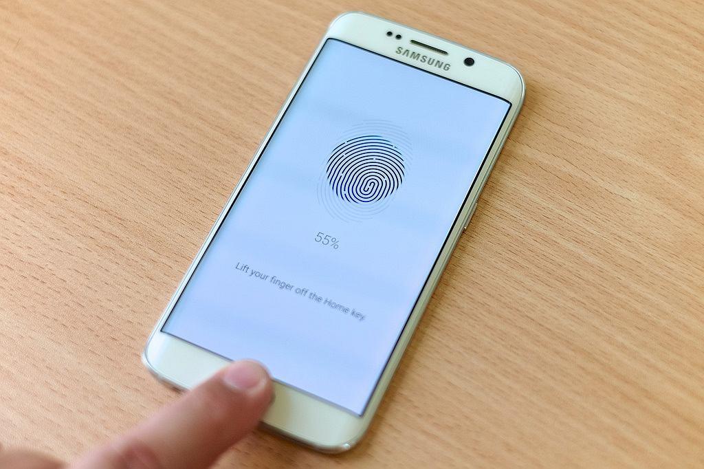 Naukowcy odtworzyli odcisk palca zmarłego mężczyzny, by odblokować Samsunga Galaxy S6