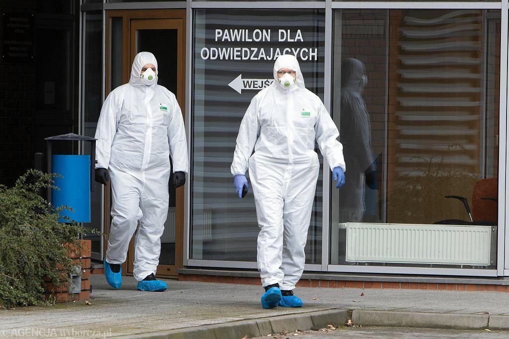 Koronawirus. Oddział zakaźny szpitala miejskiego przy ul. Szwajcarskiej w Poznaniu. Tu zmarła 57-letnia pacjentka z podpoznańskich Czapur