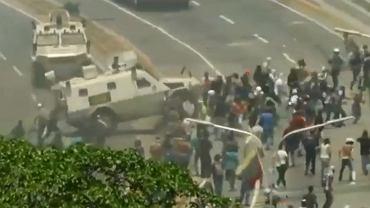 Caracas: Wojskowy pojazd wjechał w protestujących