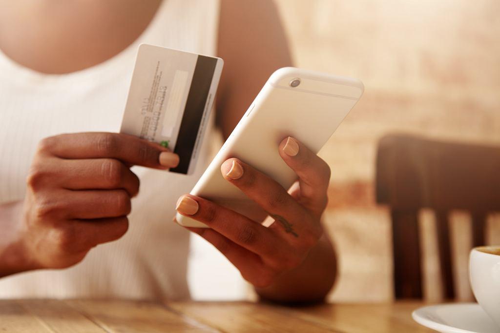 Jak wyczyścić kartę płatniczą? Jak odkazić telefon? Krótki poradnik