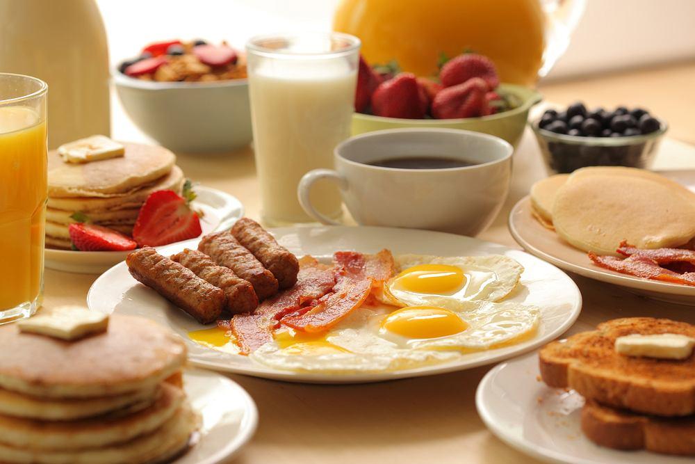 Śniadanie powinno stanowić około 20-30 proc. spożywanych w ciągu dnia kalorii