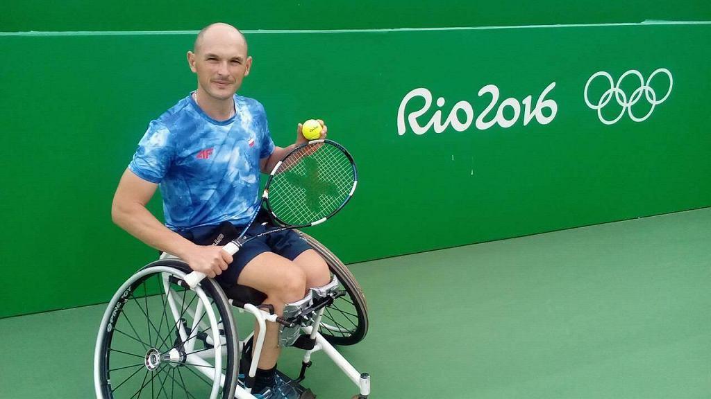 Kamil Fabisiak na brazylijskim korcie podczas treningu
