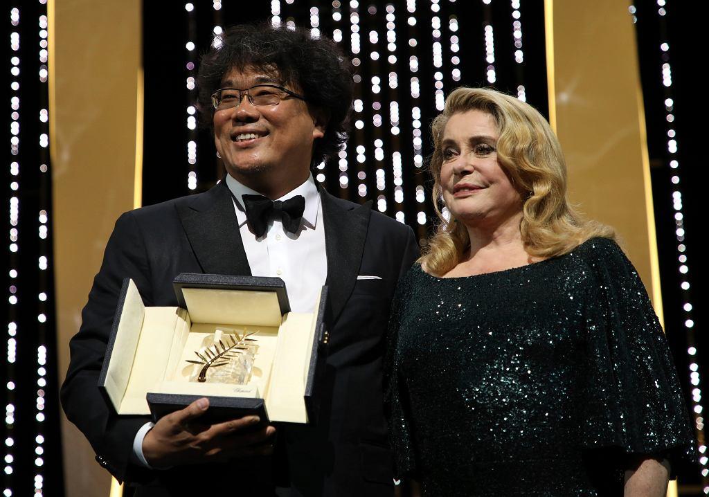 Festiwal Filmowy w Cannes - Złota Palma dla Parasite (na zdjęciu Bong Joon-ho i Catherine Deneuve)