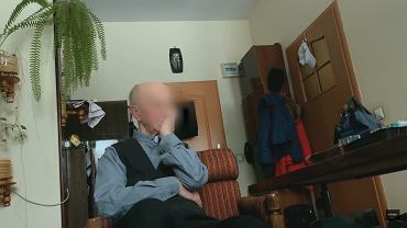 Ksiądz Jan A. na kadrze z dokumentu 'Tylko nie mów nikomu'.