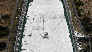 Wielka Krokiew. Cienka pokrywa śniegu na zeskoku