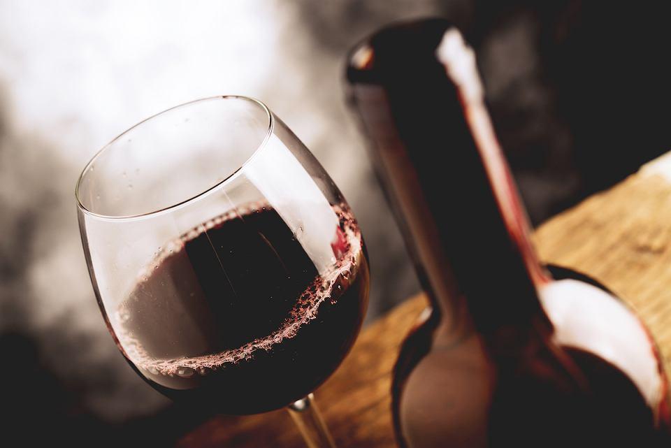 Kieliszek do czerwonego wina.