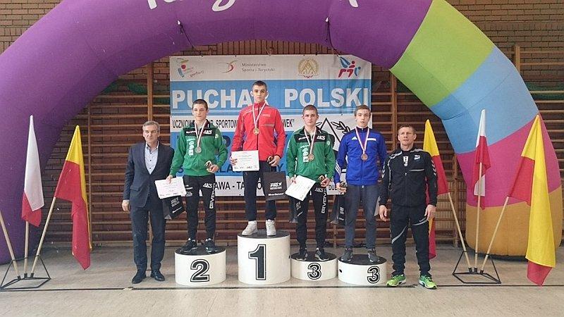 Błażej Starzyński (na najwyższym stopniu podium) z Olimpijczyka radom wygrał zawody Pucharu Polski kadetów w zapasach stylu klasycznego