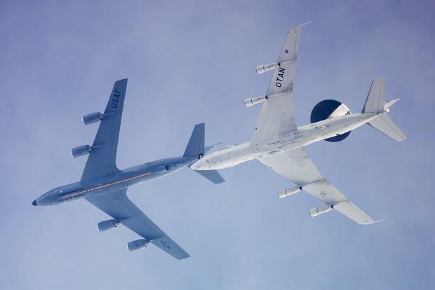 Tankowanie E-3 Sentry należącego do NATO
