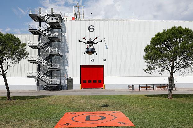 Seat dostarczy części do fabryki dronami