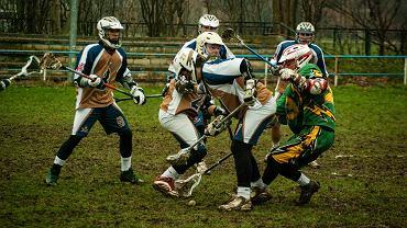 Lacrosse to niezwykle widowiskowa i dynamiczna dyscyplina sportu
