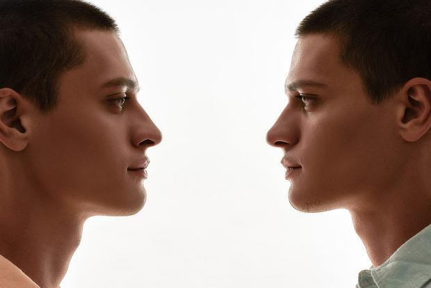 Dzięki badaniu bliźniaków odkryto genetyczne czynniki ryzyka PTSD i migreny