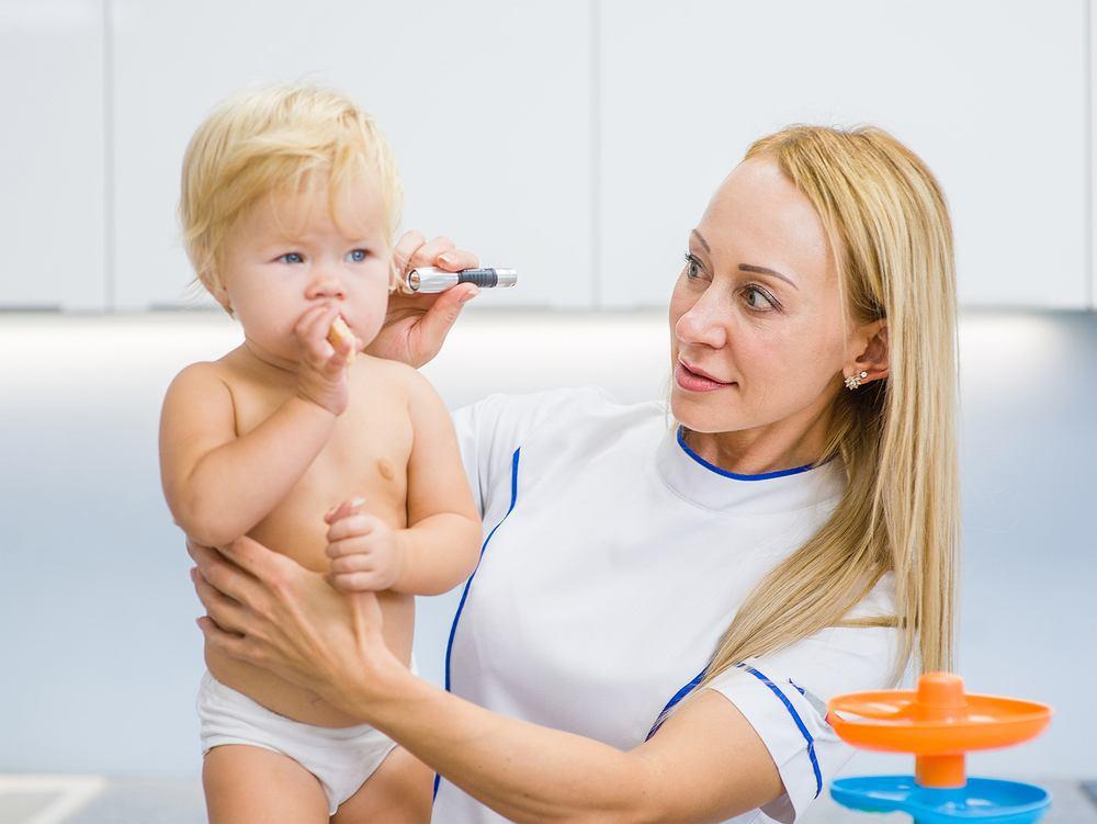 Zapalenie ucha to infekcja ucha środkowego wywołana przez wirusy lub bakterie.