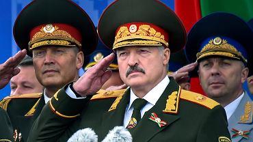 Łukaszenka lubi pokazać się w okazałym mundurze i podkreślać fakt, że służył w wojsku