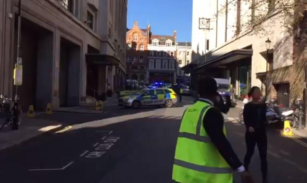 Londyn. W siedzibie firmy Sony Music raniono dwie osoby