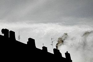 Rząd nie spieszy się w walce ze smogiem. Kopciuchy popracują w wielu domach jeszcze przez 10-15 lat