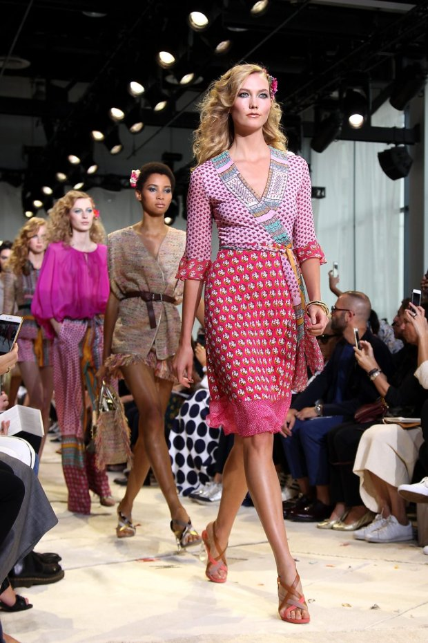 In this image released by Starpix, Karlie Kloss models fashion from the Diane von Furstenberg Spring 2016 collection, Sunday, Sept. 13, 2015, in New York.  (Aurora Rose/Starpix via AP)