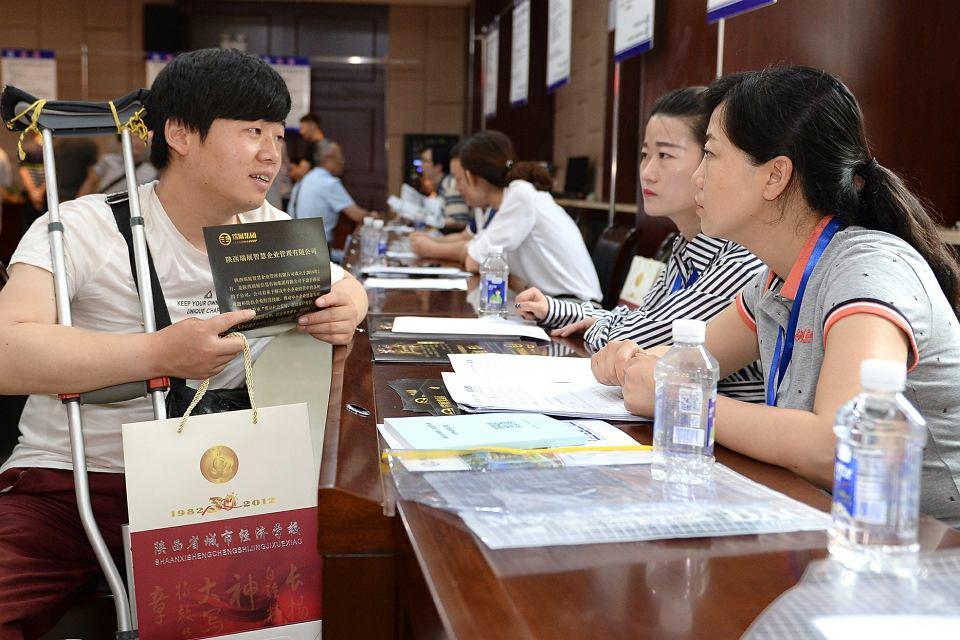 Chiński rynek pracownika. Majowe targi pracy dla absolwentów uczelni w Xi'an oferowały 685 posad i 185 darmowych kursów
