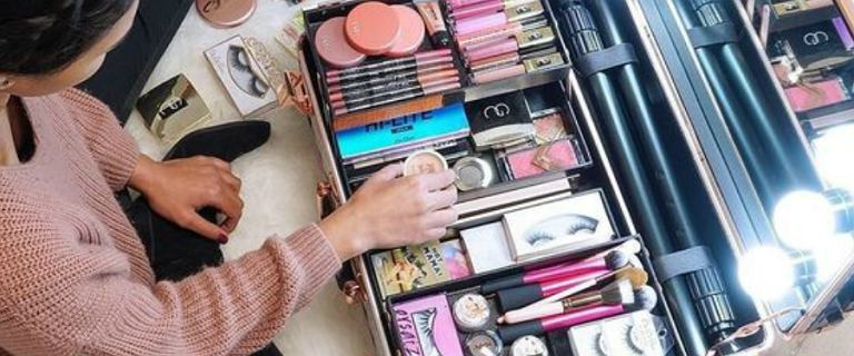 Piękne kufry na kosmetyki! Sposób na utrzymanie porządku w domu i w podróży