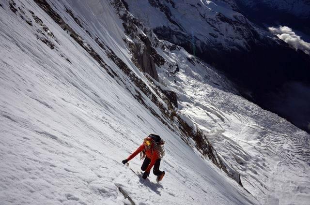 Ueli Steck na południowej ścianie Annapurny
