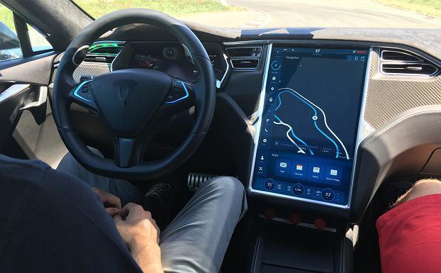 Autonomiczna Tesla Model S na torze Boscha