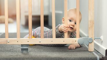 Wstrząśnienie (wstrząs) mózgu, może być konsekwencją urazów głowy u dzieci. Dlatego warto zabezpieczać przestrzeń, w której dziecko przebywa - schody, śliskie podłogi, łóżeczka.
