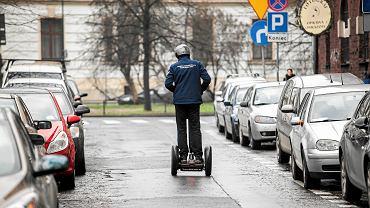 Kontroler w strefie płatnego parkowania