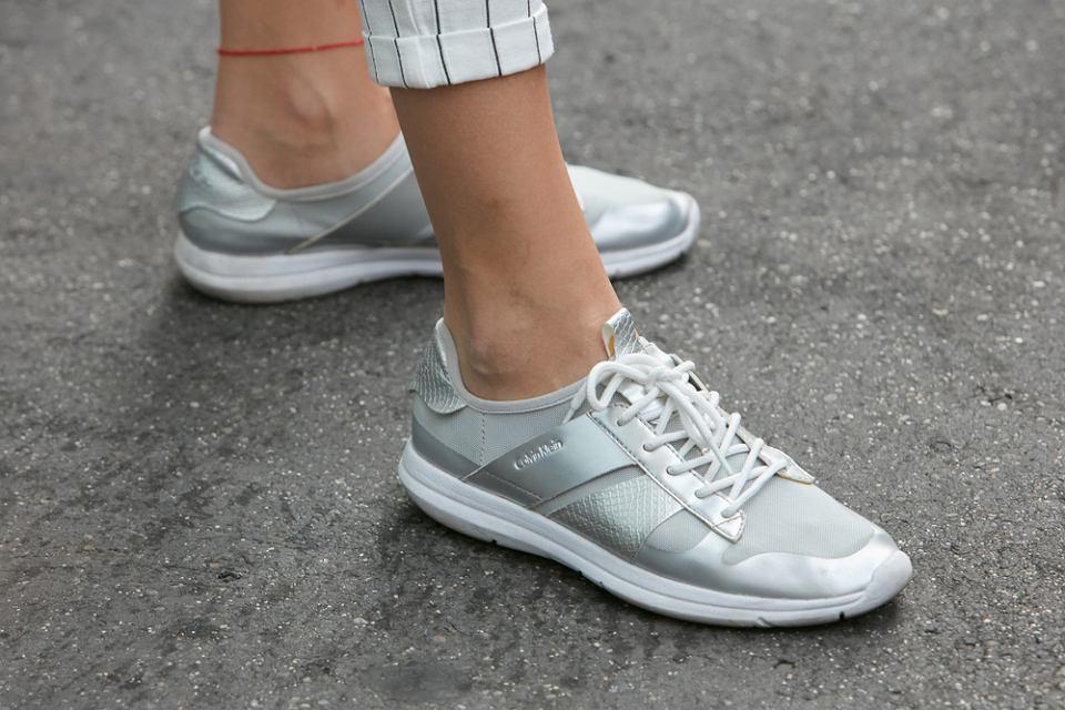 sneakersy dla 50-tek