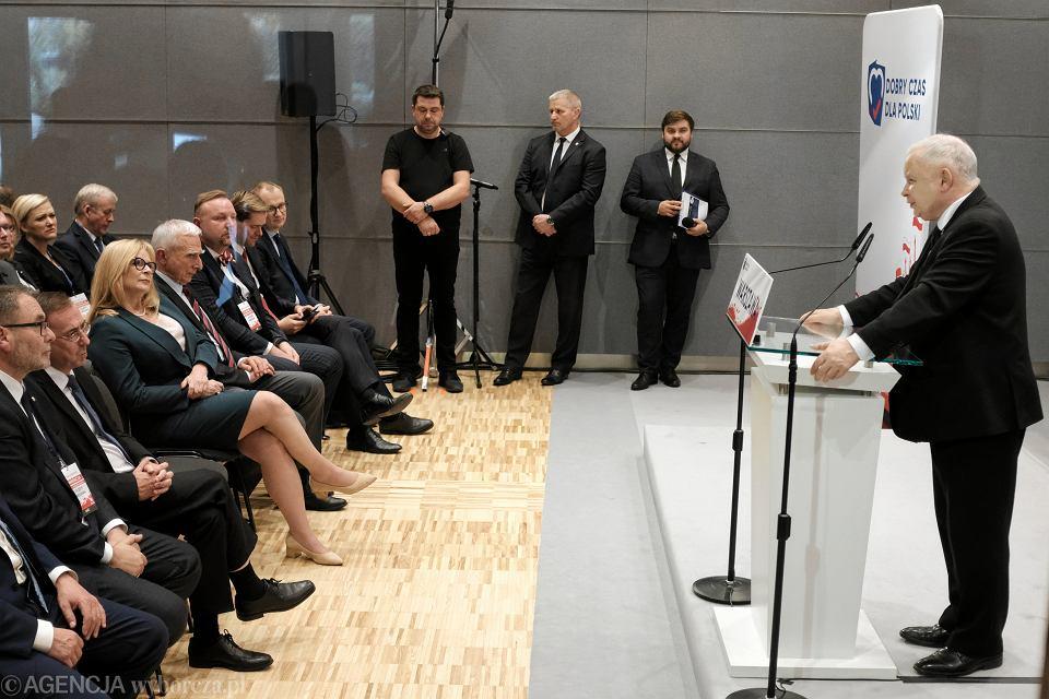 Jarosław Kaczyński podczas spotkania w akademiku na warszawskiej Pradze