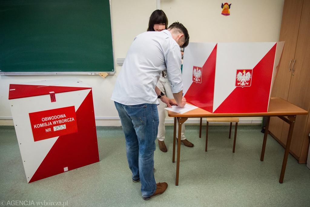 Wybory prezydenckie. Lokal wyborczy w Warszawie