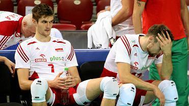 Reprezentacja Polski niespodziewanie przegrała w środę po tie-breaku ćwierćfinał ME w siatkówce ze Słowenią i odpadła z turnieju. Tak wyglądali po meczu smutni Polacy.<br><br>Na zdj. Karol Kłos i Michał Kubiak