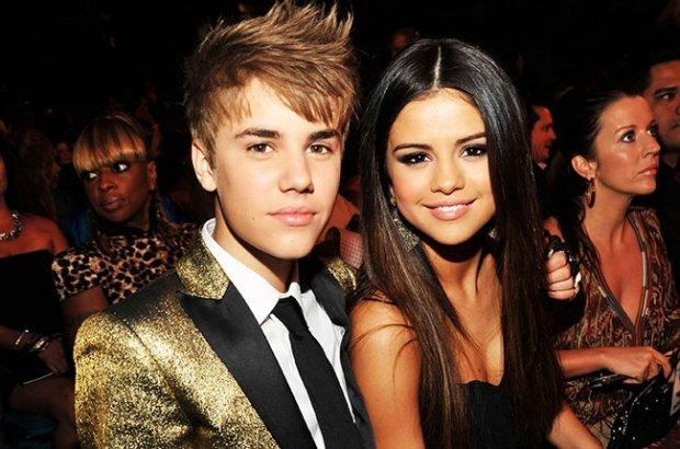 Justin Bieber i Selena Gomez, 2011