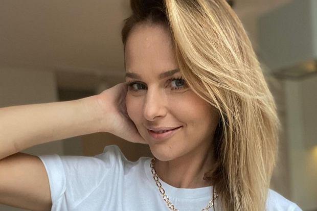Paulina Sykut-Jeżyna spędziła kilka chwil w towarzystwie najbliższych. Na Instagramie dodała zdjęcie, na którym pozuje w towarzystwie swojego młodszego brata i mamy.