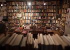 """""""Przyszłość rysuje się w najczarniejszych barwach"""". Jak koronawirus uderza w pisarzy, wydawców, księgarzy i drukarzy"""
