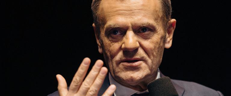 Dzień po aferze z sex-party Donald Tusk pisze o partii Orbana