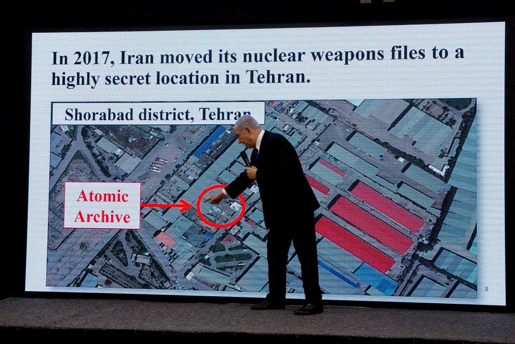 30.04.2018 wieczorem premier Netanjahu zaprezentował dowody - jak sam twierdzi - na to, że Iran wciąż potajemnie rozwija broń atomową, wbrew podpisanemu w 2015 r. porozumieniu. 55 tys. stron dokumentów miało zostać skopiowane przez izraelski wywiad.